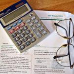 フリーランスの主夫(主婦)必見の節税テク!年収192万円でも配偶者控除を受けられるかも?