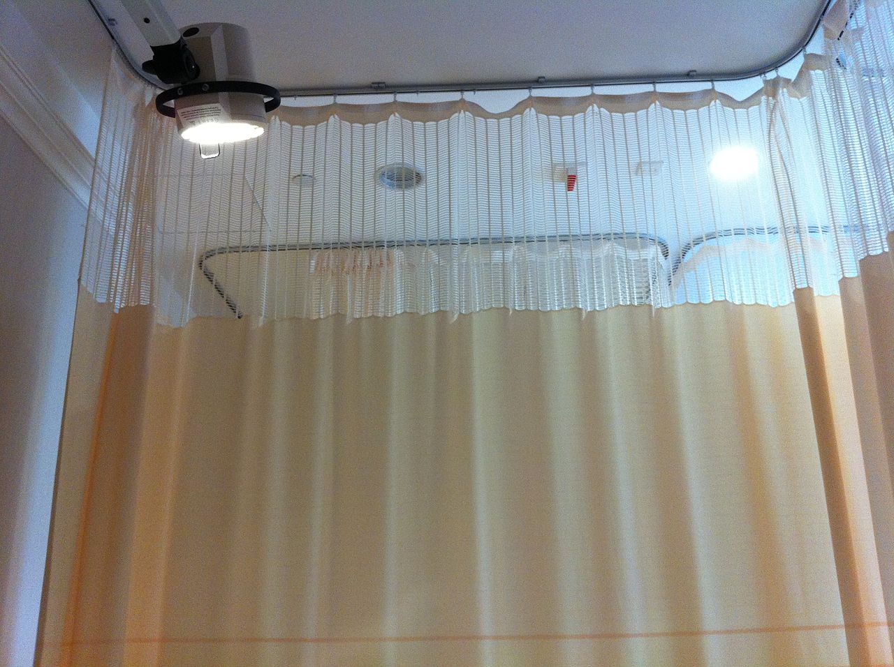 hk_sph_st_pauls_hospital_room_curtain_nov-2013